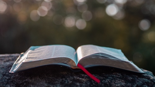 En las Escrituras, cada situación que involucra rapto o asalto sexual, se presenta como un acto negativo. Dios no justifica la violencia sexual, la prohibe categóricamente. Él ama a sus hijos y tiene misericordia de aquellos que han sido afectados por est