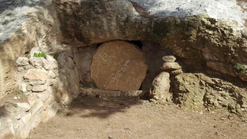 Los Salmos predicen que Cristo no permanecería en la tumba y que resucitaría para ascender al cielo.