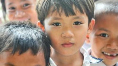 Los Jóvenes: Ejemplo para los pequeños en servicios
