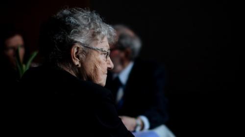 Cómo ayudar a los viudos en su aflicción