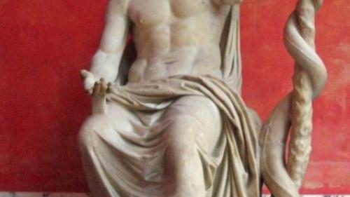 Estatua de Esculapio, dios de la medicina en la mitología romana.