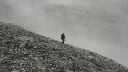Cuando uno sale a caminar solo, puede autoexaminarse sin las distracciones del mundo.