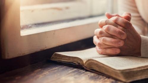 Al meditar, el enfoque principal de nuestra atención y adoración debe ser nuestro supremo e increíble Dios Creador