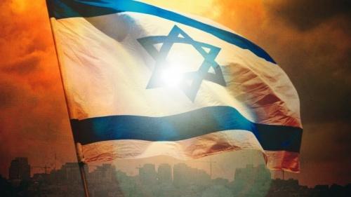 Bandera de Israel con Jerusalén en el fondo