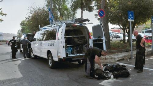 Policías israelíes se preparan para posibles disturbios incitados por los imanes musulmanes durante las oraciones del viernes en la mezquita de Al-Aqsa y el Domo de la Roca en Jerusalén.