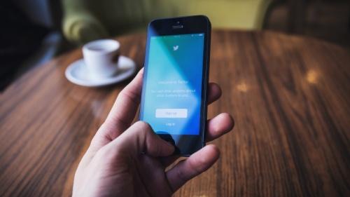 ¿Estamos publicando en redes sociales sin pensarlo mucho? Muchas personas estan mirando y aprendiendo sobre nosotros por lo que compartimos