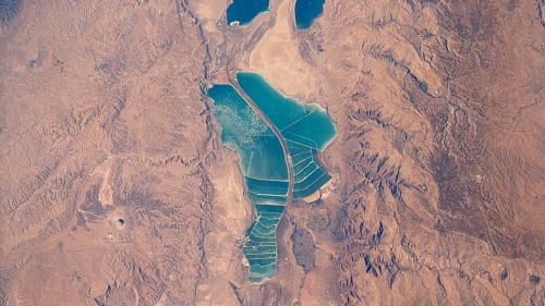 Hoy día la parte sureña del Mar Muerto tiene lo que llaman una lengua de tierra firme o una península. Es desde esta zona que uno puede ver los restos del valle de Siddim.