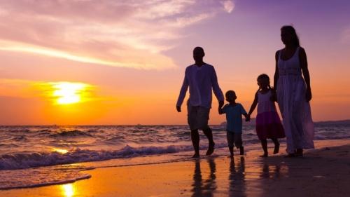 Los padres deben dedicar tiempo a sus hijos. Es el mejor regalo que pueden dar: a sí mismos y su tiempo.