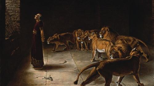 Los ángeles brindaron protección física al profeta Daniel, cerrando la boca de los leones que de otra manera lo habrían matado.