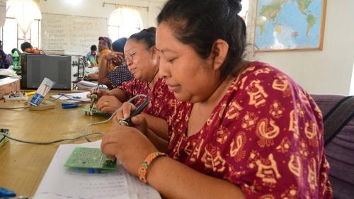Ellas son Damiana y Alma dos mujeres mayas en sus primeras semanas de entrenamiento.
