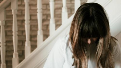 Debemos orar completamente convencidos de que Dios nos escucha y es totalmente capaz de responder a nuestras peticiones (Hebreos 11:6).