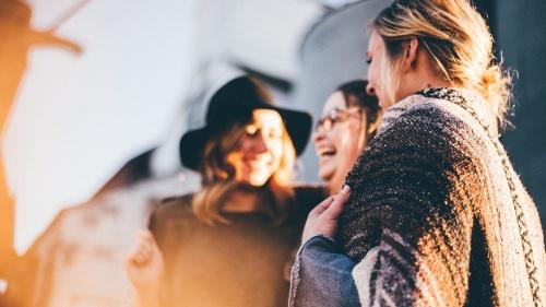 No debemos juzgar solo por las apariencias y tratar de ser objetivos al definir a una persona por sus amistades.