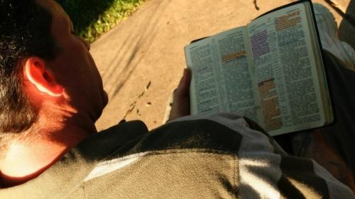 El Nuevo Testamento está lleno de instrucciones para guardar los Diez Mandamientos.