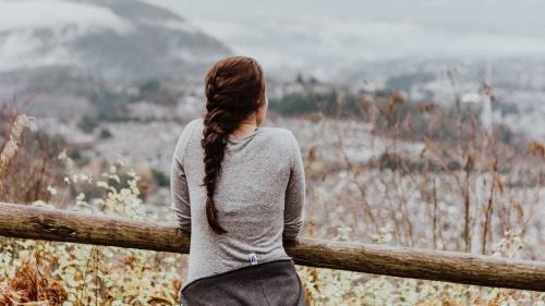 Hablarle a Dios nos recuerda que debemos enfocarnos en él y no en nuestro pánico ante la prueba que enfrentamos.