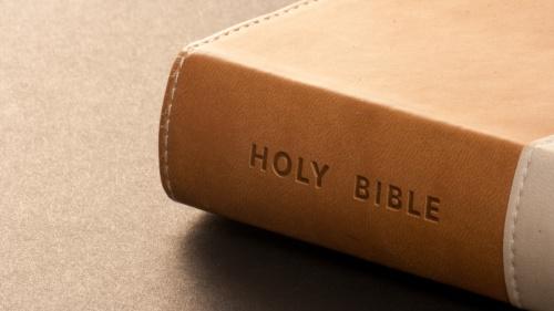Ezequiel 14:9 muestra que Dios se había abstenido de tratar de corregir a los profetas e impedir que hablaran mentiras.