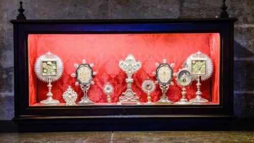 ¿Son venerables las reliquias y los santos?