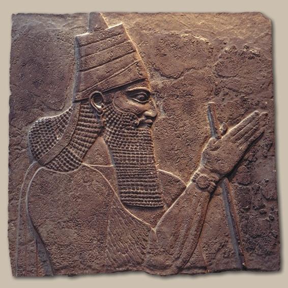 Una escultura de piedra del rey asirio Tiglath-Pileser III.