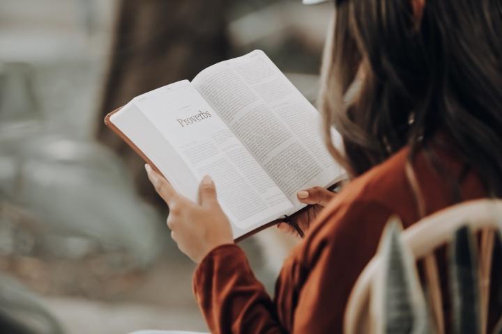 El análisis profundo de la verdadera religión se encuentra en las páginas de la Biblia
