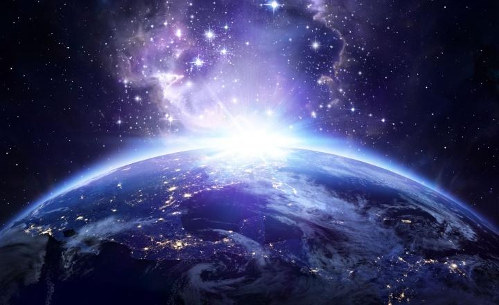Mientras la sociedad ignora los verdaderos problemas de nuestra existencia y se aleja aún más de Dios y de los verdaderos valores, ¿cómo puede extrañarnos que las relaciones entre las personas y entre las naciones continúen arruinándose y empeorando?