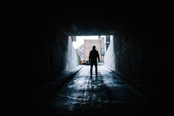 El perdón sana las heridas provocadas por otros. Tenemos la opción de dejar atrás el pasado, perdonando a aquellos que nos han hecho daño y seguir adelante.