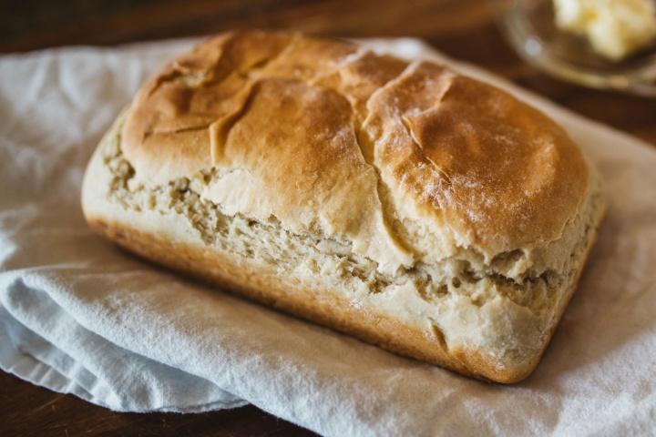 "¿Qué significa que la iglesia primitiva ""partió el pan"" un domingo?"