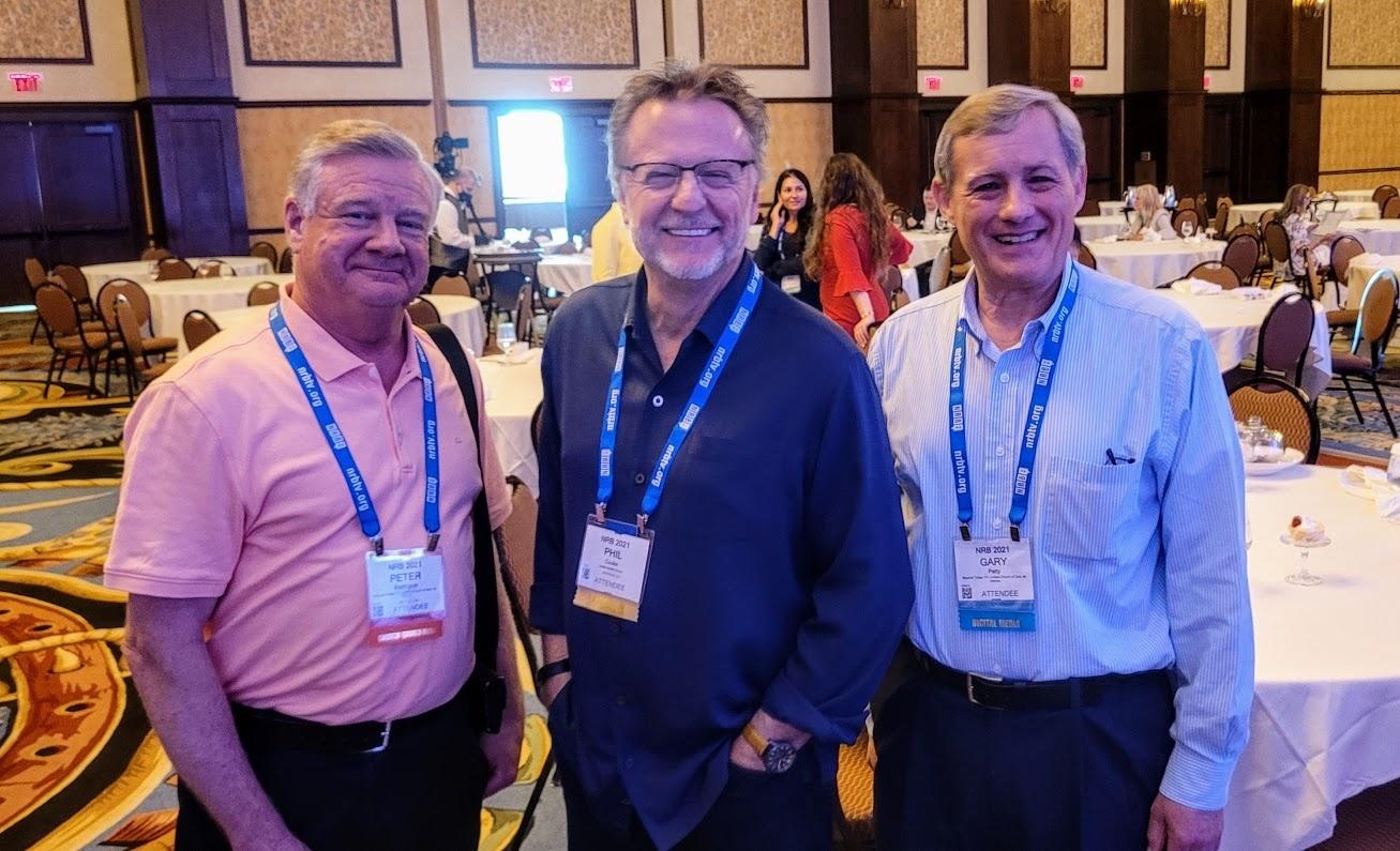 Phil Cooke con Peter Eddington y Gary Petty en la Conferencia Nacional de Radiodifusión Religiosa en Dallas, Texas.